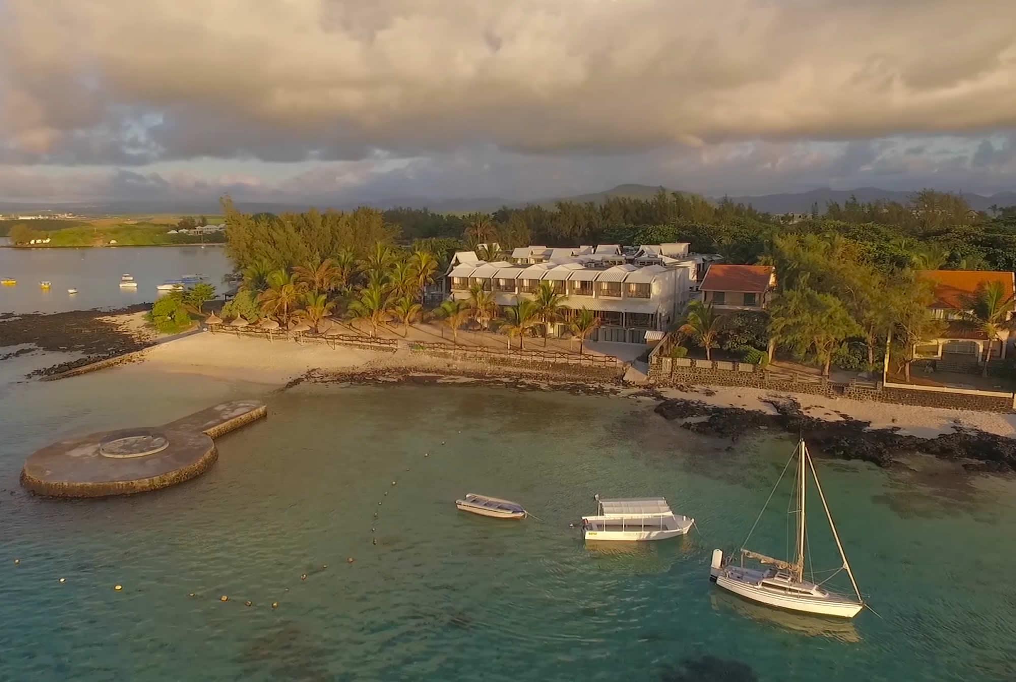 Le Peninsula Bay Beach Resort Spa Mauritius